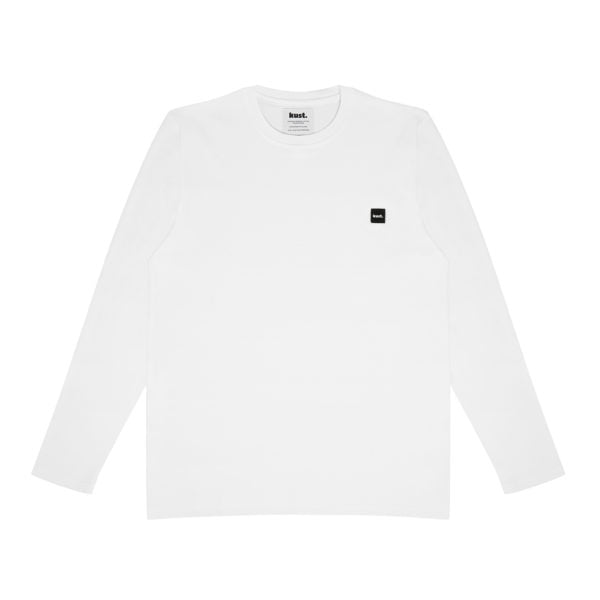 Organic cotton long sleeve, classic round neckline, minimalistic and timeless design. Detailed with black kust. logo patch to the chest.